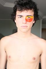 Produo (Hannah Gomes) Tags: boy red portrait black yellow hair naked eyes dot niples