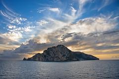 isla de Capri (natalia martinez) Tags: capri mar nikon cielo nubes crucero sigma1020 nataliamartinez grancelebration