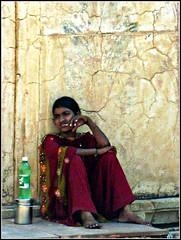 donna indiana (Paolo Piccinini) Tags: new woman india cow donna delhi indiana pashmina mucca mercato picnik indi rajasthan elefante nuova gandi religione induismo banchetto bramino