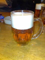Halbvolles Bier in Prag