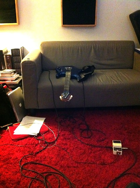 Une guitare électrique au repos
