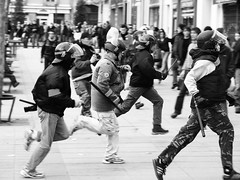 Policiers en chasse (WYZ) Tags: nowhere police rennes manifestation crs looz placedebretagne manifs virela gardela virela2 gardela2 virela3 virela4 virela5 virela6 virela7 virela8 virela9 virela10