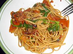 Spinach tomato fettuccine