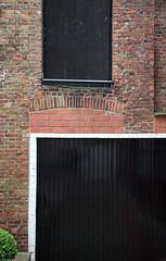 Buchsbaum (LichtEinfall) Tags: brick window wall composition fenster shutter fassade belgien ziegel brügge erpe img4759ko raperre urbancubism