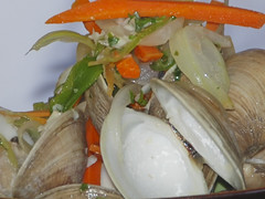 CSC_2400 (Patti Sullivan Schmidt) Tags: cuisine fresh onions carrots clams allrightsreserved greenpeppers littleneckclams marathonflorida culinarydelight fishermanswharfrestaurant copyrightpatriciaschmidt