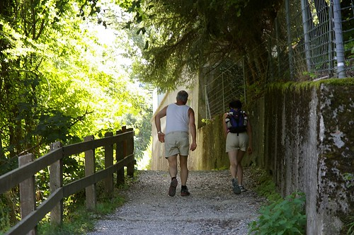 也有別人來hiking喔 這邊是Fribourg挺多人來走的地方