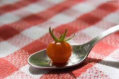 Tomatito (Nacho Daz) Tags: red white blanco colors beautiful tomato cherry rojo steel small spoon delicious favoritas fav favs nacho tomate delicioso pequeo ignacio tasteful mantel acero tela tomatito faved cuchara daz sabroso rojiblanco jugoso diminuto apetecible idiazblanco idiaz