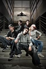(Csheemoney) Tags: lighting portrait urban stairs dance jump break flash group young breakers belgrade split strobe breadance nemanja strobist k10d pesic nostrobistinfo removedfromstrobistpool seerule2
