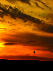 Balloon (kezwan) Tags: sunset ballon fantasy kezwan 1on1sunrisesunsetsphotooftheweek 1on1sunrisesunsetsphotooftheweeknovember2008