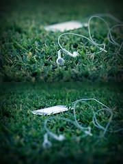 (Weda3eah*) Tags: white black green love grass by silver 3g headphone doha qatar iphone a weda3eah
