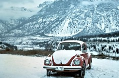 gm_12308 VW Beetle above the Fraser River, BC 1976 (CanadaGood) Tags: white mountain snow canada color colour car vw analog river volkswagen automobile bc britishcolumbia beetle slidefilm best vehicle kodachrome favourite seventies fraserriver 1976 lillooet superbeetle chilcotin type1 canadagood slidecube
