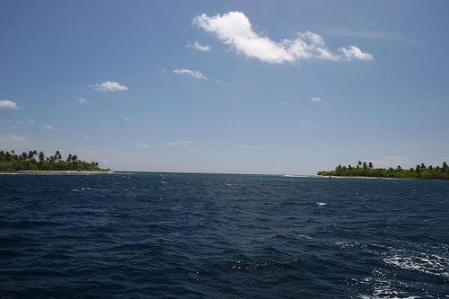 Ahe Atoll - Crusing Tourists & Black Pearls | EVS-Islands