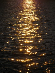 USA 08 #7 (tt64jp) Tags: ocean nyc newyorkcity sea orange usa sun ny newyork reflection sol america bay harbor soleil solar canal us glow shine unitedstates manhattan wave atlantic eastriver 太陽 nuevayork アメリカ オレンジ ニューヨーク newyorkharbor etatsunis 米国 マンハッタン イーストリバー 合衆国