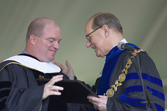 Mike Piscal ('88) and President Thomas K. Hearn Jr.