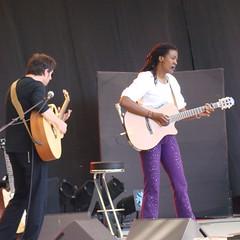 Ilene Barnes 2 (astroJR) Tags: music white black square concert noir purple violet guitars lo fte 95 2008 blanc musique carr carre guitares presles ilenebarnes lutteouvrire ftedelo ftedelutteouvrire ftedelo2008