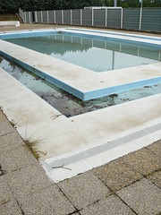 Unswimable pool (grosdab) Tags: water pool eau mud sale bleu piscine salet boue dirtiness pataugeoire