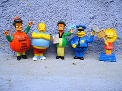 LOS SIMPSONS EN HUELGA (Gioser_Chivas) Tags: toy toys lisa simpsons thesimpsons juguetes muecos apu lisasimpson monitos lossimpsons