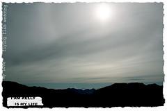 綿密的雲層...太陽好美