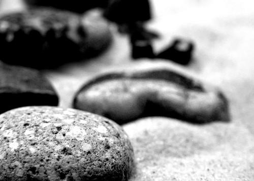 Big rocks [http://www.flickr.com/photos/inazuman/2847429602/]