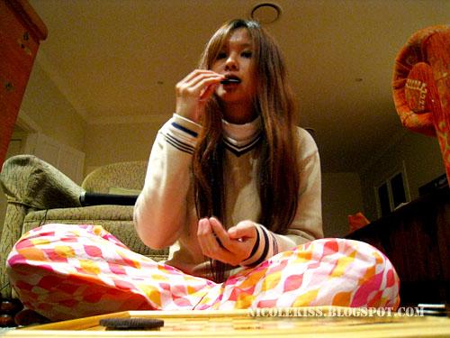 eating oreo
