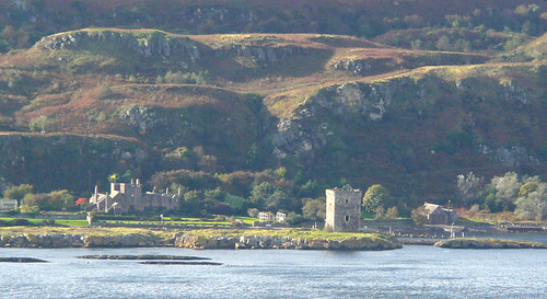 Wee Cumbrae castle and house