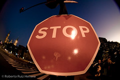 Big STOP (Berts @idar) Tags: zaragoza photowalk 8mm fz peleng espaa peleng8mmfisheye canoneos400ddigital xatakafoto pendientesdeetiquetar ¹⁄₂₀sec photowalkxfzaragoza