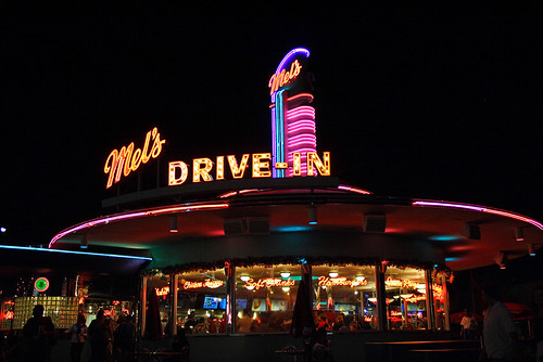 mels drivein california diner - 500×334