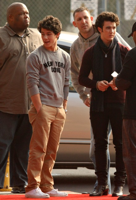 nick-and-kevin-christmas-shopping (9)