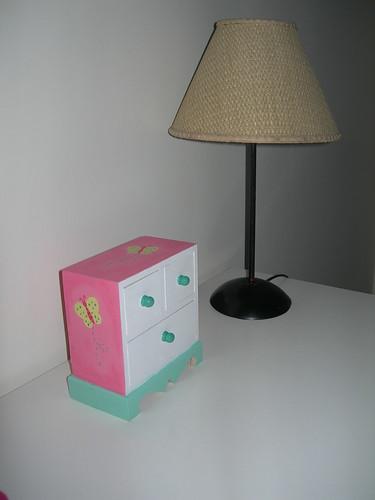 Cómoda em  miniatura rosa 2
