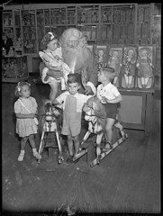 Santa Claus, Grace Bros, Broadway, Sydney, 27 November 1946 / by Sam Hood (State Library of New South Wales collection) Tags: santa christmas natal children toys dolls sydney departmentstore fatherchristmas santaclaus hobbyhorse crianas papainoel departmentstores brinquedos babbonatale rockinghorses santasworkshop gracebrothers gracebros statelibraryofnewsouthwales cavalloadondolo cavalodepau xmlns:dc=httppurlorgdcelements11 samhood dc:creator=httpnlagovaunlaparty587349 criaanas