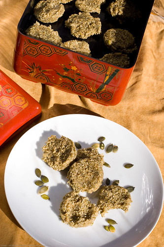 Raw Food: Date Coconut Sunflower and Pumpkin seed cookies