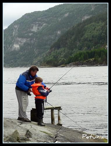 Far og sønn fisker