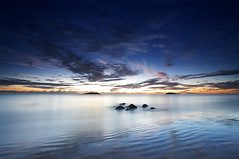L'attente du soleil | Waiting for the sun (Erick Loitiere) Tags: longexposure sea sky mer beach night sunrise canon landscape sand ciel shore erick ripples cote nuit plage guyane 973 canonef1740mmf4l guyanefrançaise infinestyle 97300 loitiere thegreatshooter erickloitière ricoliki
