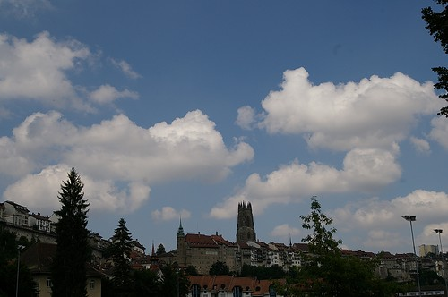 從山下拍Fribourg最著名的老教堂