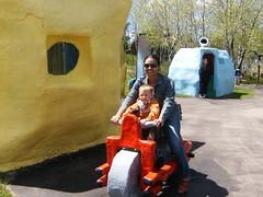 Flinstones (Bob Siqueira) Tags: eua passeio flinstones brunamaria dakotadosul