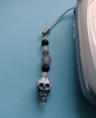 Spooky Skull Cell Charm (by glamourfae)