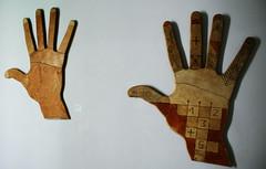 Give me five!! (Marceleis) Tags: maroc dedos mano marrakech 2008 marruecos mão parede marrocos marceleis