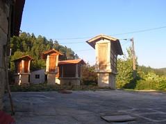 Vista de los secaderos de maíz (Amiais, Portugal)