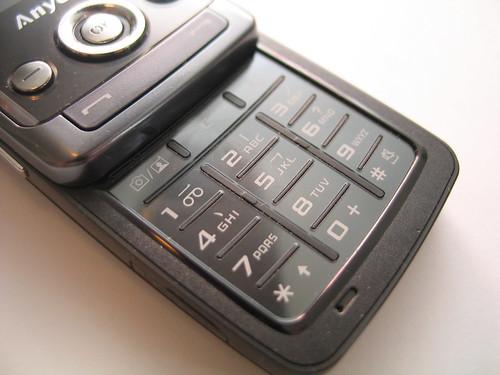 鍵盤用上金屬材質,摸上去手感不俗。(感覺與毛記的 V 系鍵盤有點相似。)
