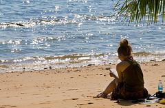 Tiempo libre (Llum Endins) Tags: beach girl chica playa picturesque malasia fiatlux 5photosaday lifebeautiful gnneniyisi peachofashot grouptripod llumendins lifetravel