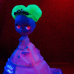 The glow that illuminates 26/365 (smittee...lurks) Tags: pink green doll fluorescent blacklight amaryllis blythe neo  collectible 2008 takara lighttent abad cwc thurber artemisia primadolly ablytheaday pdamaryllis prouttoottiara daintybiscuitoutfit