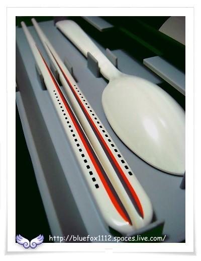 081101台灣高鐵700T造型便當盒05_筷子和湯匙特寫