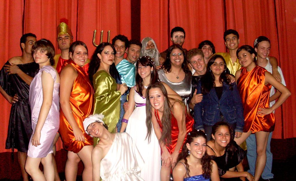 Teatro Expresso Apresenta : Deu a Louca Nos Deuses!!