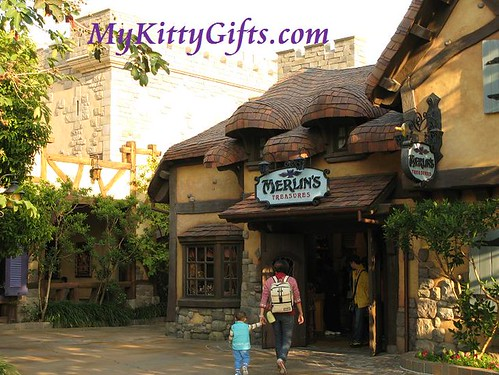 Hello Kitty at Merlin's Treasures, Hong Kong Disneyland