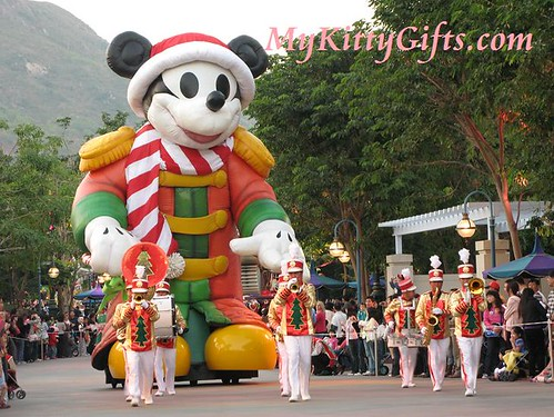 Hello Kitty's View of Large Mickey in 'Let it Snow' Christmas Parade, Hong Kong Disneyland