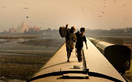 Doi frati indieni pe un tren