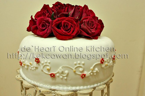 Fondant Cake with Fresh Flower 01