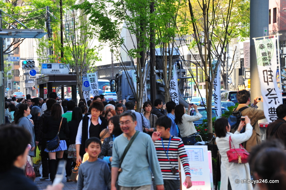 It was a busy day out with people enjoying the sights and sounds of Ginza.
