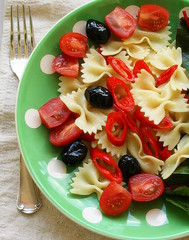 pasta salad (C.Mariani) Tags: winter red food green lunch pepper tasty pasta easy february simple blackolives mycreation cherrytomato farfalle provencale congratsonexplore160