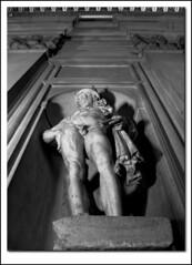 ma l'ha' vista l'anca?!? (g_u) Tags: bw bn salone 500 palazzo gu statua bianco nero dei anca ugo vecchio nudo